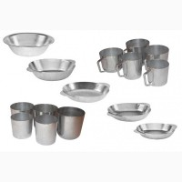 Тарілки, кухлі та стакани