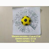 Наклейка на авто Мячик в окне авто жёлтый футбольный наклейка прикол
